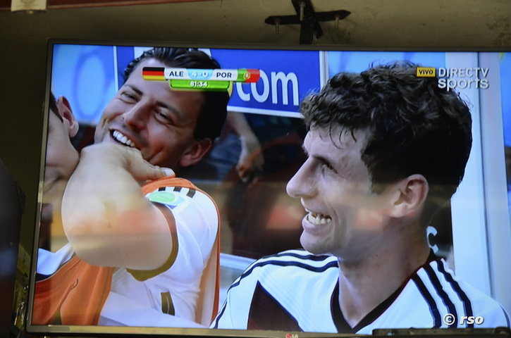 Thomas Müller im TV in Ecuador