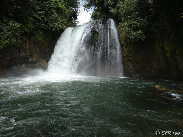 Shishink Wasserfall in Ecuador