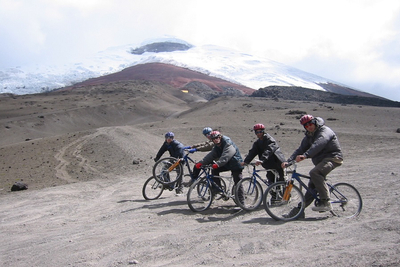 Biking downhill am Cotopaxi