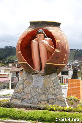 Vasenbestattungs Monument in El Angel, Ecuador
